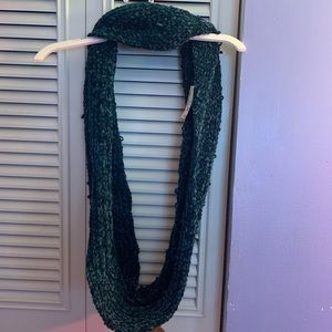 A turquoise velvet scarf!